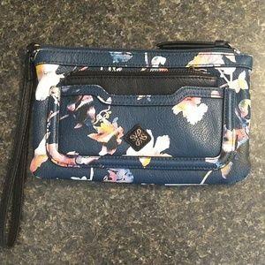 Simply Vera Vera Wang wrist wallet